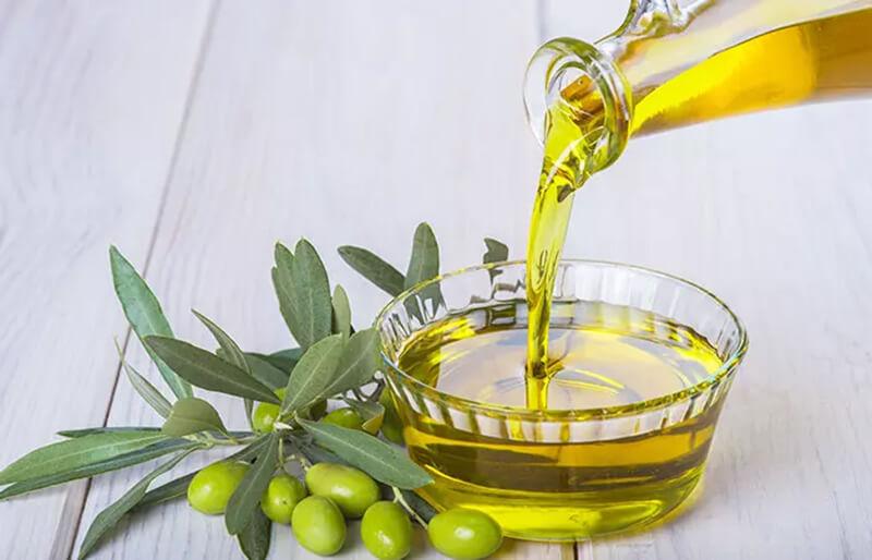 Điều trị gàu bằng dầu oliu và baking soda