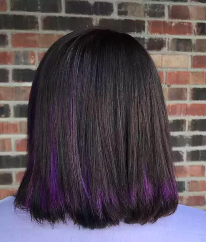 Kiểu tóc ấn tượng với vài lọn tóc tím màu thạch anh