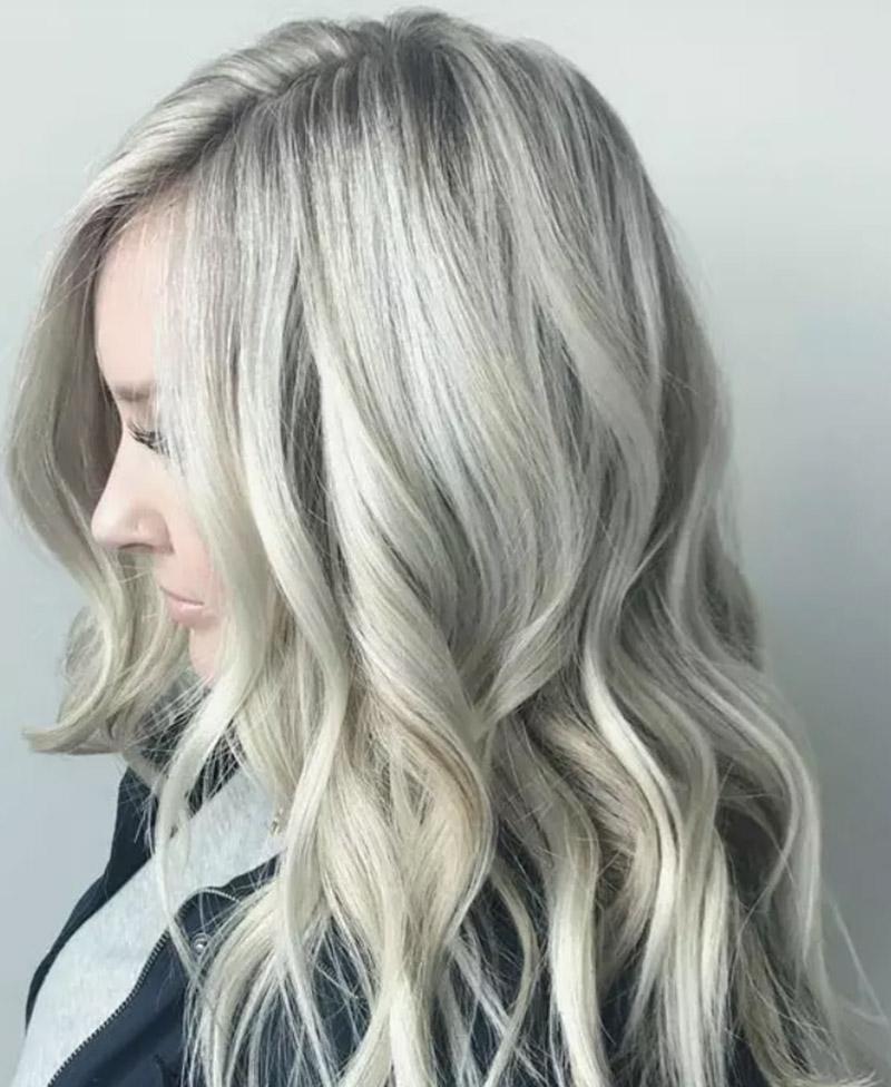 Kiểu tóc nhuộm vàng bạch kim