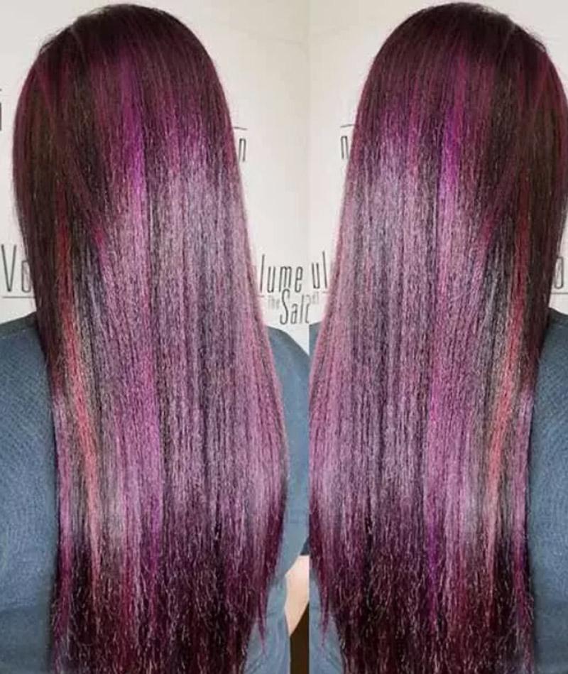 Kiểu tóc tím thẳng xen lẫn vài vệt đỏ