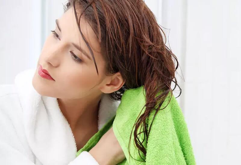 Mẹo 10: Làm khô tóc nhẹ nhàng