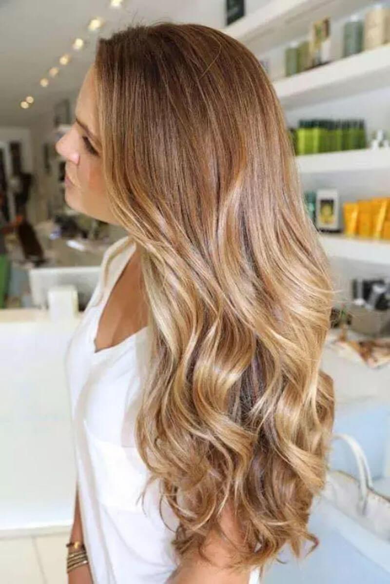 Mẹo trang điểm cho những cô gái có màu tóc caramel