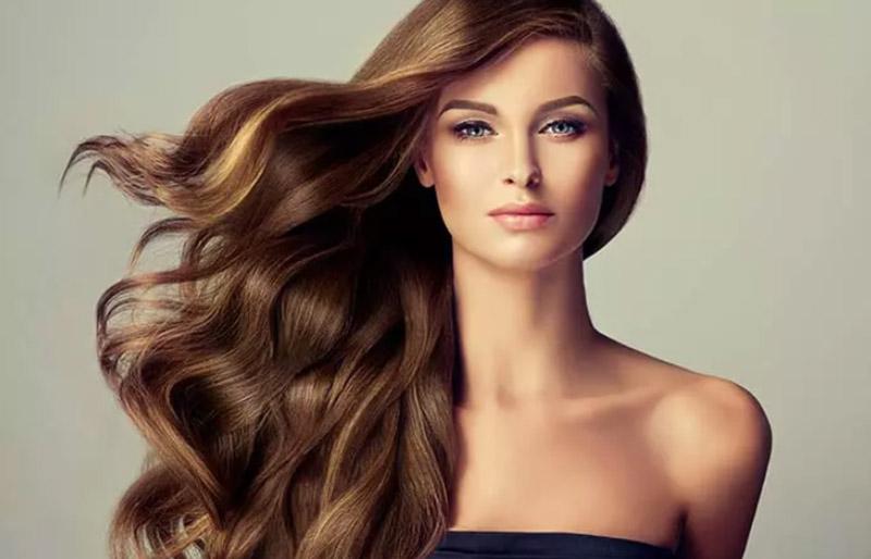 Nhuộm màu đỏ Burgundy trên tóc màu nâu Brunette sáng
