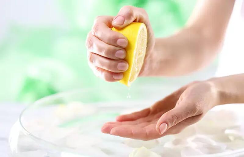 Sử dụng nước chanh giúp kích thích mọc tóc