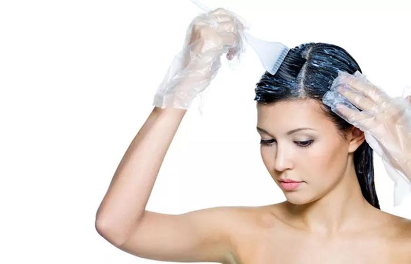 Thực hiện nhuộm cho những phần tóc còn lại của bạn