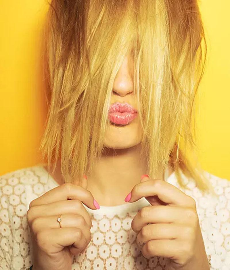 Tóc bị màu vàng là gì?