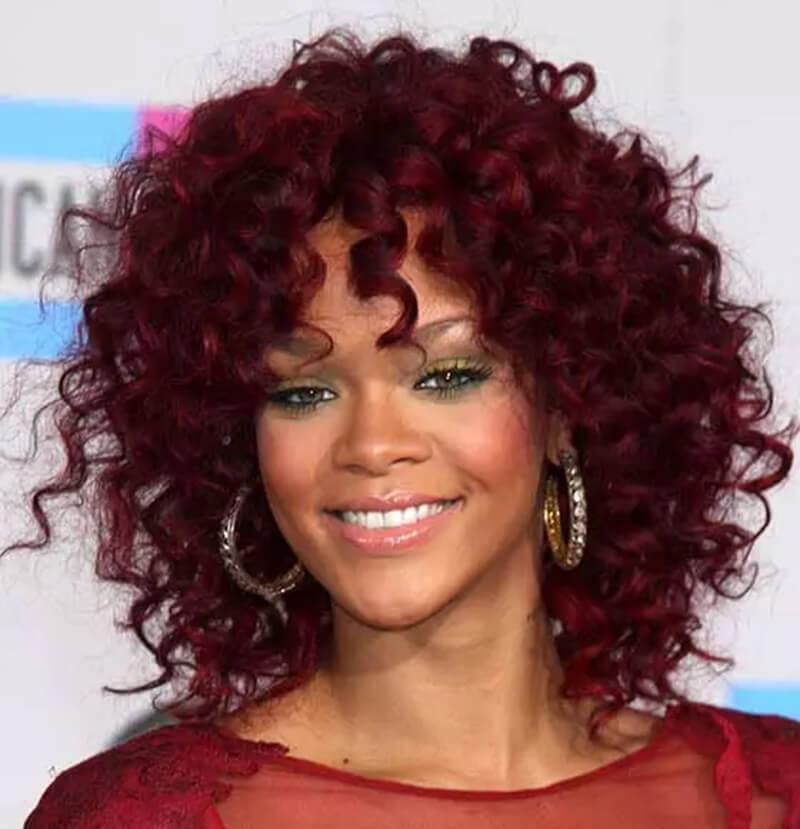 Tóc ngắn xoăn màu đỏ Burgundy