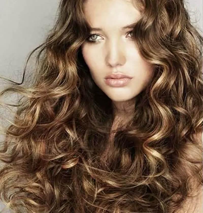 Tóc xoăn uốn lọn từ chân đến ngọn tóc