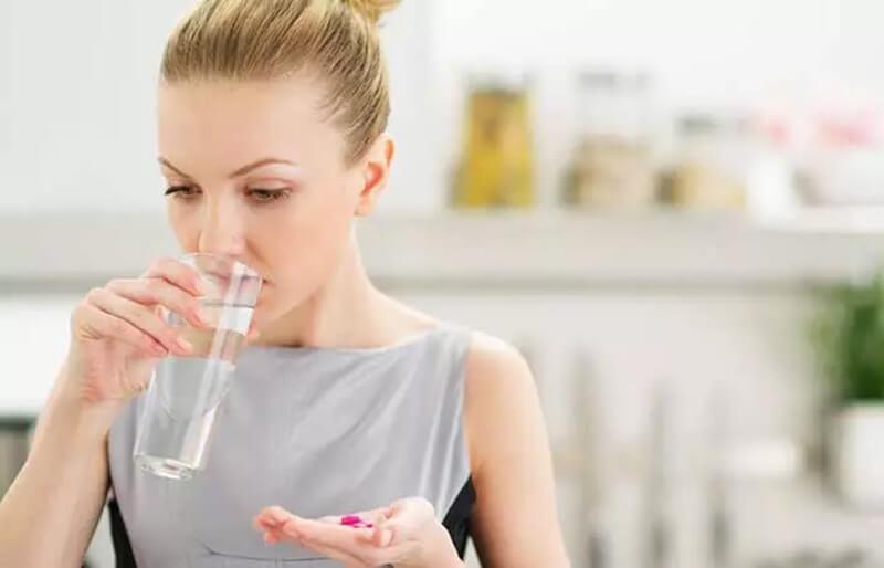 Uống thực phẩm chức năng vitamin tổng hợp