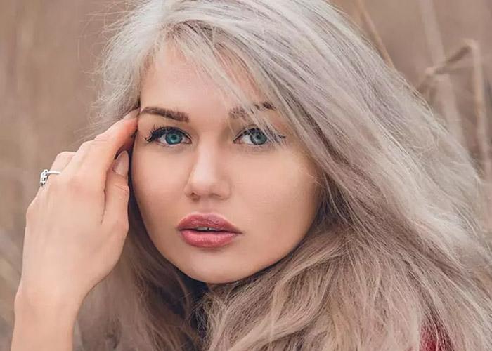 30 Ý tưởng nhuộm tóc màu vàng tro mà bạn muốn thử ngay lập tức